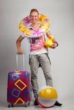 Młody człowiek z wakacyjnymi naczyniami Obraz Royalty Free