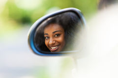 Młody czarny nastoletni kierowca sadzający w jej nowym odwracalnym samochodzie - A obrazy royalty free