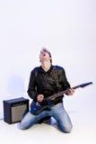 Młody ekspresyjny rockowy muzyk bawić się gitarę elektryczną i śpiew kwiecista grunge mikrofonu ornamentu gwiazda rocka akwarela zdjęcie stock