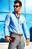 Młody elegancki przystojny wzorcowy mężczyzna Zdjęcie Stock