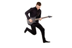 Młody facet w czerni ubraniach bawić się gitarę, skaczącą Fotografia Royalty Free