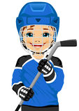 Młody gracz w hokeja w mundurze z lodowym hokejowym kijem Zdjęcie Royalty Free