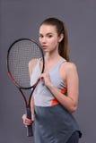 Młody i seksowny gracz w tenisa obrazy stock