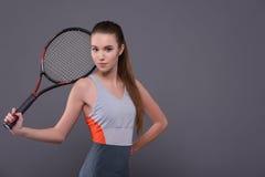 Młody i seksowny gracz w tenisa obrazy royalty free