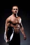 Młody i silny męski bodybuilder na czerni Fotografia Royalty Free