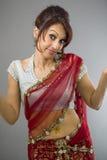 Młody Indiański kobiety wzruszać ramionami Obrazy Royalty Free