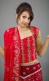 Młody Indiański kobiety wzruszać ramionami Fotografia Royalty Free