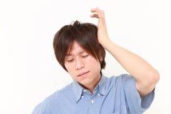 Młody Japoński mężczyzna cierpi od migreny zdjęcia stock