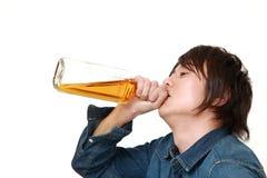 Młody Japoński mężczyzna pijący zbyt dużo zdjęcie stock