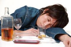 Młody Japoński mężczyzna pijący zbyt dużo obrazy royalty free