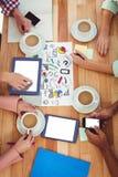 Młody kreatywnie drużynowy działanie wpólnie Obrazy Royalty Free