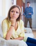 Młody mąż wini dziewczyny podczas kłócić się Zdjęcia Stock