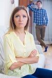 Młody mąż wini dziewczyny podczas kłócić się Zdjęcie Royalty Free