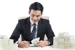 Młody Męski bankowiec liczy banknoty na białym tle zdjęcia royalty free