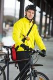 Młody Męski cyklista Z torbą Zdjęcie Stock
