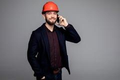 Młody męski inżyniera mówienie na telefonie zdjęcia royalty free