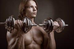 Młody mięśniowy mężczyzna Zdjęcia Stock