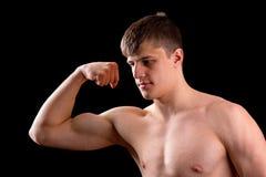 Młody mięśniowy mężczyzna zdjęcie stock