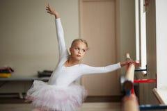 Młody piękny baleriny szkolenie inside Zdjęcie Stock