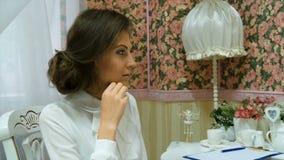 Młody piękny bizneswoman w biel ubraniach zbiory