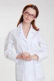 Młody piękny doctorin w białym medicinska żakiecie Fotografia Royalty Free