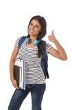 Młody piękny, modny łaciński studencki dziewczyny przewożenia plecaka ono uśmiecha się i Zdjęcia Royalty Free