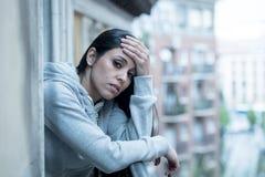Młody piękny nieszczęśliwy kobiety cierpienie od depresji fotografia royalty free