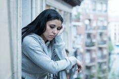 Młody piękny nieszczęśliwy kobiety cierpienie od depresji fotografia stock