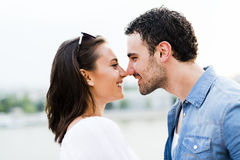 Młody piękny pary nacieranie ostrożnie wprowadzać jako znak miłość Zdjęcia Royalty Free