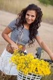 Młody piękny womanon rower w wsi obrazy stock