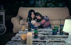 Młody pijący kobiety dosypianie obejmujący przyjaciel obraz royalty free
