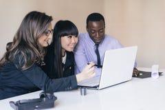 Młody przedsiębiorców Pracować Zdjęcia Stock