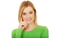 Młody przypadkowy kobiety ono uśmiecha się fotografia stock