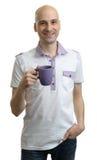 Młody przypadkowy mężczyzna z filiżanką kawy zdjęcie stock