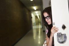 Młody przystojny żeński uczeń przy szkołą wyższa Zdjęcie Stock