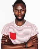 Młody przystojny afro amerykański mężczyzna gestykuluje emocjonalny pozować odizolowywam na białym tle, stylu życia pojęcia istni Obrazy Royalty Free
