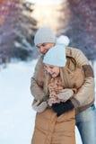 Młody rodzinny bawić się w parku Obrazy Stock