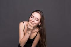 Młody roześmiany atrakcyjny kobieta portret zdjęcie royalty free