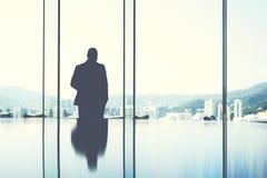 Młody samiec CEO jest odpoczynkowy po ciężka praca dnia Obrazy Royalty Free