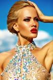 Młody seksowny blond kobieta model w wieczór sukni obrazy stock