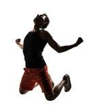 Młody sportowy mężczyzna klęczenie zdjęcie royalty free