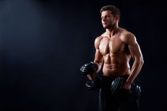 Młody sprawność fizyczna mężczyzna w studiu Fotografia Royalty Free