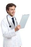 Młody szczęśliwy doktorski mężczyzna trzyma medyczną historię zdjęcie royalty free