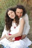 Młody szczęśliwy kobieta w ciąży & jej mąż obrazy stock