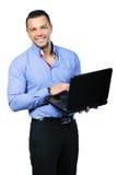 Szczęśliwy uśmiechnięty mężczyzna z notatnikiem fotografia royalty free