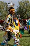 Młody tancerz 49th roczny Zlany plemienia Pow no! no! fotografia stock