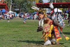 Młody tancerz 49th roczny Zlany plemienia Pow no! no! zdjęcia stock