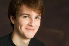 młody uśmiechnięci męskiego portret Obraz Royalty Free