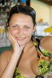młody uśmiechnięci piękną dziewczynę. Obraz Royalty Free