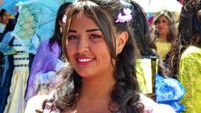 Młody uśmiechnięty kobieta tancerz przy paradą w Cuenca fotografia stock